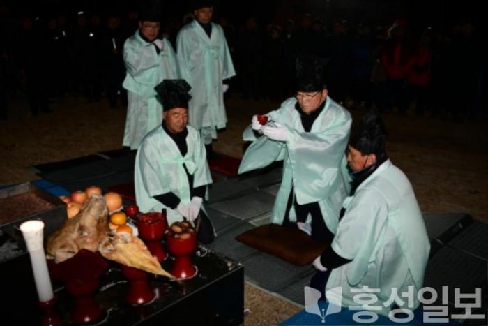 1일(홍성군 경자년 백월산 영신고천대제 2).jpg