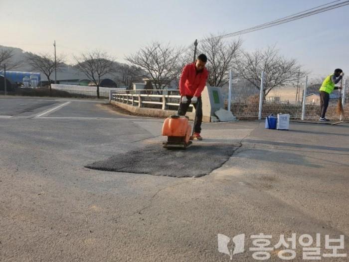 10일(홍성군, 설 연휴 대비 도로 일제 점검정비 실시).jpg