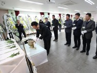 [포토] 유병국 충남도의회 의장, 故박단비 구급대원 합동분향소 조문